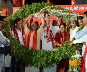 Jatha Leaders Being Garlanded At Nizamabad