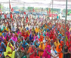 The Crowd at Mughalsarai