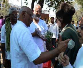 Freedom Fighter Ramprakash Being Felicitated by SRP at Chindwara