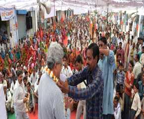 Sitaram Being Garlanded at Gohad