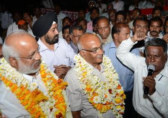 Jatha Leaders Being Welcomed at Nagpur