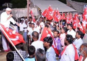 Com. A. K. Padmanabhan addressing a rally in Virudhunagar.