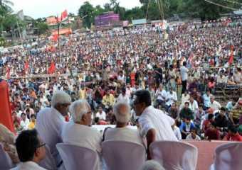 Com. Buddhadeb Bhattacharjee at a mass meeting in Baruipur.