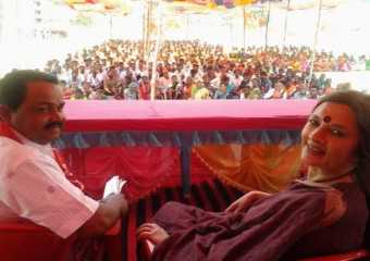 Com. Brinda Karat and Com. Ladkya Kharpade addressing a public meeting in Vikramgad, Thane.
