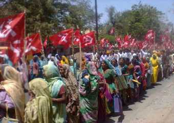 Women participating in nomination rally of CPI(M) candidate Lata Bharbore from Jhabua-Ratlam constituency