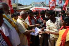 Memo Being Given to Jatha Leaders At Kamareddy