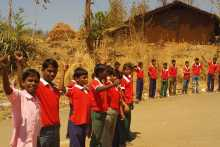 Tribal Students Welcoming the Jatha