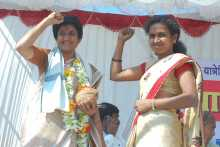 Mariam Dhawale Being Felicitated at Kalwan