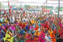 The Crowd at Mughalsarai