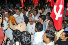 Prakash Karat Being Welcomed at the Delhi border