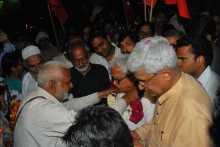 Biman Basu Being Felicitated at the Delhi Border