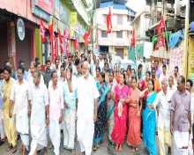 Com MA Baby campaigning in Kollam constituency